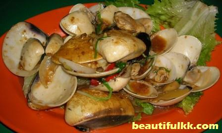 fried-clams-with-special-sauce.JPG