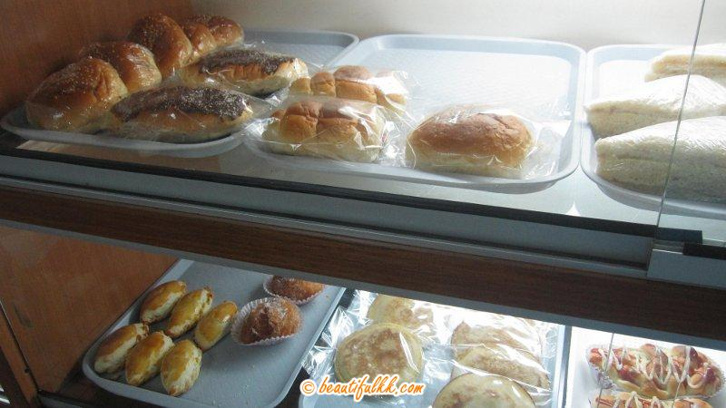 Many Types of Cakes at Mee & Cake House