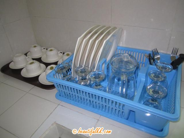 Plates and Cutleries (Habiba Suites)
