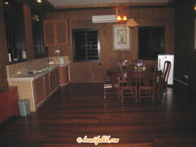 Kitchen and Dining Area (Superior Chalet)