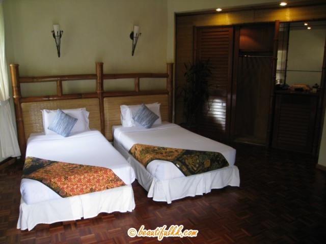 Twin Bed at The Hill Lodge