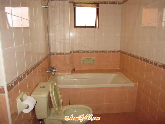 Bath Tub at The Master Bedroom (rbcs services)